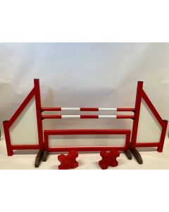 Horse jumping red (closed) complete with two jumping beams, 4 suspension brackets, obstacle fence and 2 cavaletti blocks