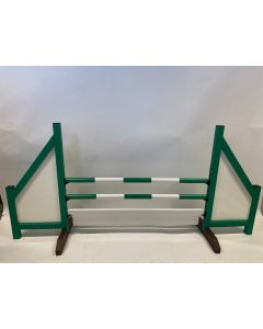 Horse jumping green (closed) complete with 2 jumping beams, 6 suspension brackets and obstacle board